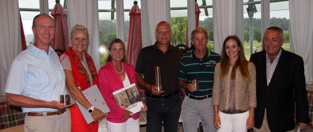Siegerehrung (von links): Adriaan Straten, Annelie Straten, Claudia Bruckmann, Günther Vollath, Frank Spöttel, Patricia Heinlein und Dr. Werner Proebstl. Foto: Horst Huber