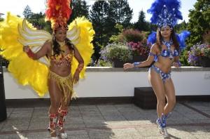 Samba-Tänzerinnen auf der Terrasse des Münchener Golf Club. Foto: Peter von Oppen