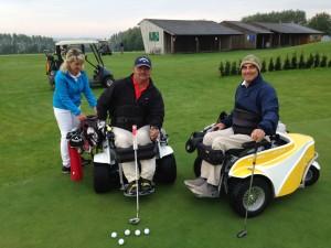 Gute Laune auf dem Putting-Green: Rollstuhl-Golfer Nachtwey und Lorente aus Spanien. Foto: bräu