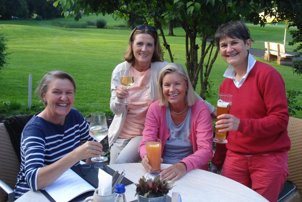 Nach der Runde (von links) Alexandra Bauer, Claudia Bruckmann, Heidi Rauch und Michaela Bauer.