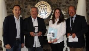 Richard Handermander und Stephanie Stamm, Repräsentanten des Golf Clubs Domäne Niederreuthin mit dem dritten Preis.