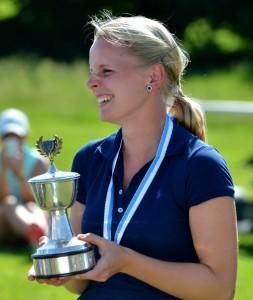 Die strahlende Gewinnerin Victoria Drechsler aus dem GC Olching.