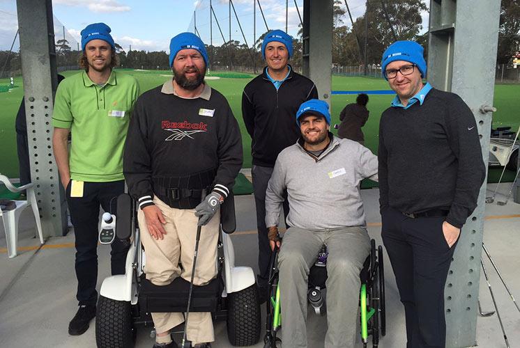 Gute Laune vor dem Abschlag: australische Behinderten-Golfer mit ihrem Team-Captain und Spiritus Rector James Gribble (2.v.r.)