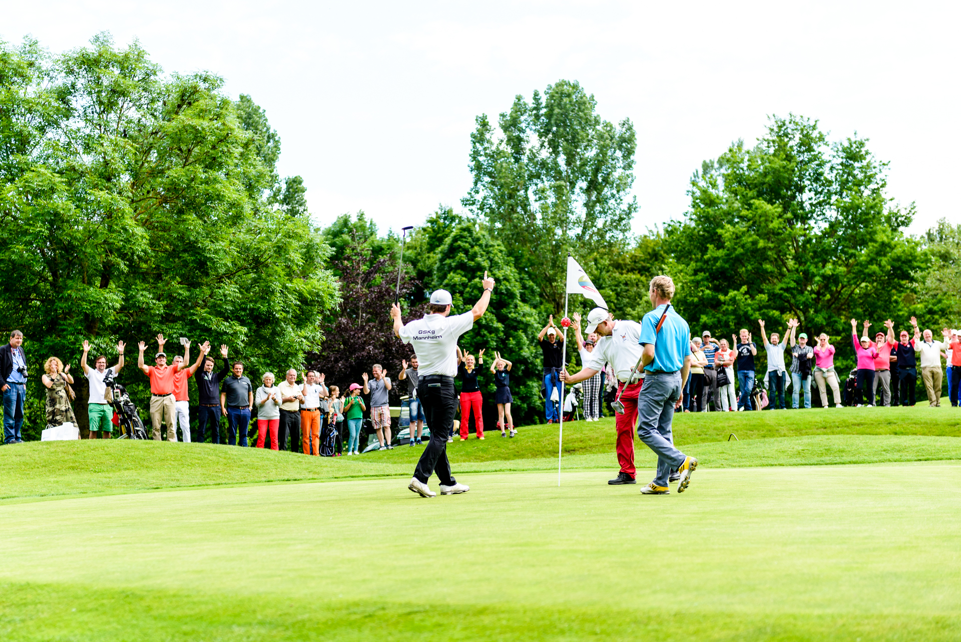 Großes Interesse, viel Applaus: die 10. Deutschen Meisterschaften der Gehörlosen-Golfer im Golfpark München-Aschheim hatten ihr Publikum.