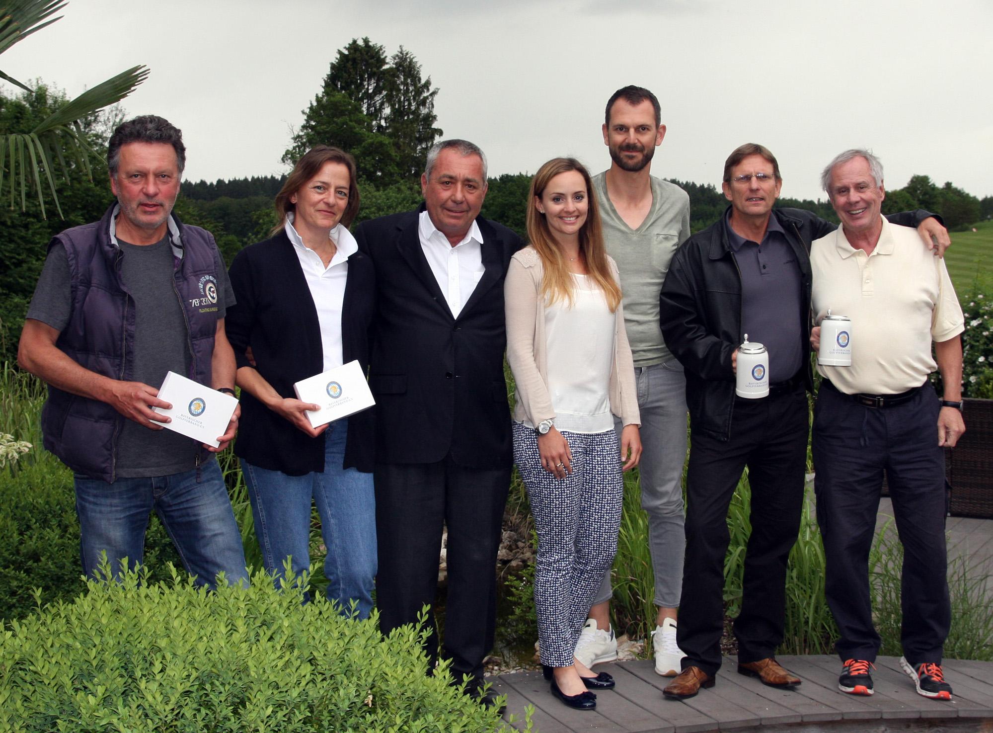 Siegerfoto, von links: Herbert Steffe, Britta Semmler-Dzösch, Dr. Werner Pröbstl, Patricia Heinlein, Jochen Münch, Ralf Scheuerer, Dr. Hannes Niggenaber. Foto: Horst Hube