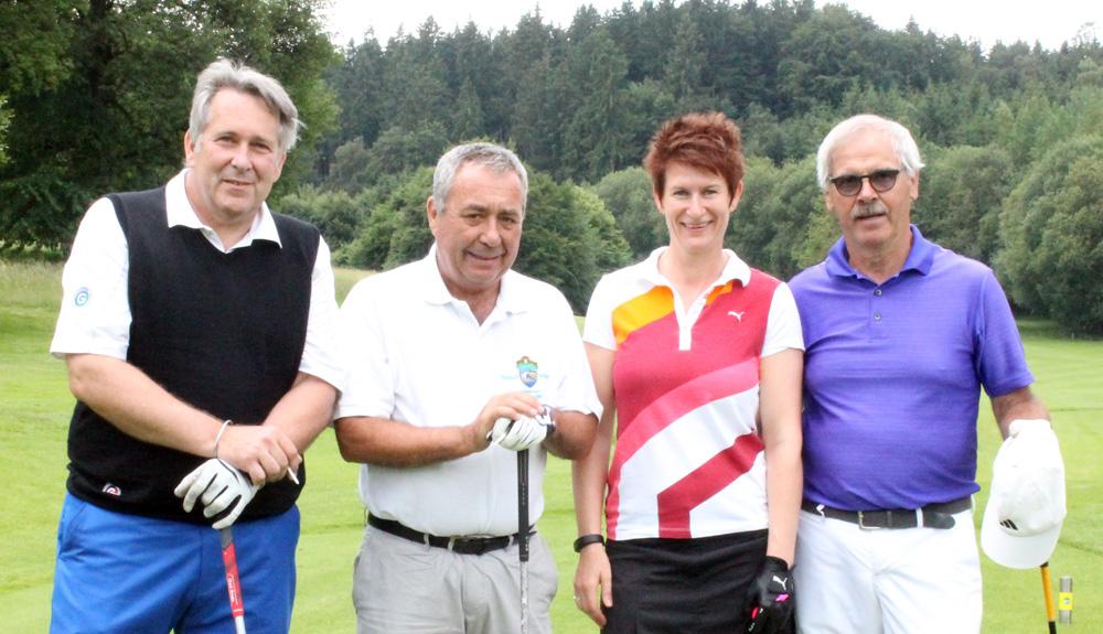 Golf-Prominenz im GC Starnberg, von links: Claus Kobold (Präsident des Deutschen Golf Verbands), Dr. Werner Proebstl (Präsident des Golfclub Starnberg), Ellen Scheibl (Vizepräsidentin des Bayerischen Golf Verbands), Bernhard Port (Präsident des Münchner Kreises).