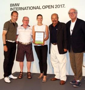 Einer der Preisträger Inklusion – Münchener Golf Club, von links: Ralf Exel, Heinz Barnbeck (Sprecher der Inklusionsbeauftragten Bayerischer Golfclubs), Mirjam Ludwig (MGC), Jury-Vorsitzender Fritz Bräuninger und Norbert Löhlein.